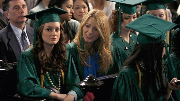 Blair (Leighton Meester, l.) erzählt Serena (Blake Lively, 2.v.l.) von ihrer...