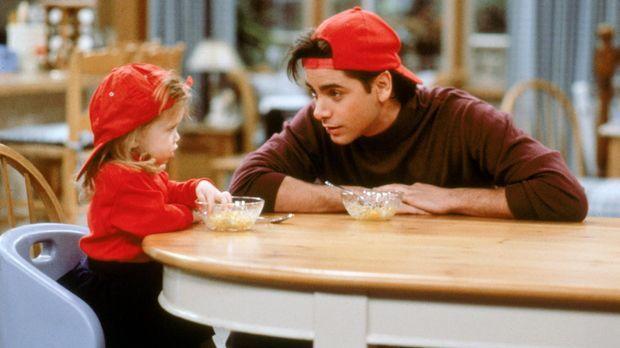 Jesse (John Stamos, r.) geht am Valentinstag auf sein erstes ernsthafte Date...