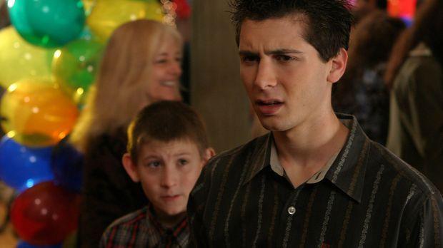 Reese (Justin Berfield, r.) bietet Jamie einen Deal an und versucht, ihn dazu...