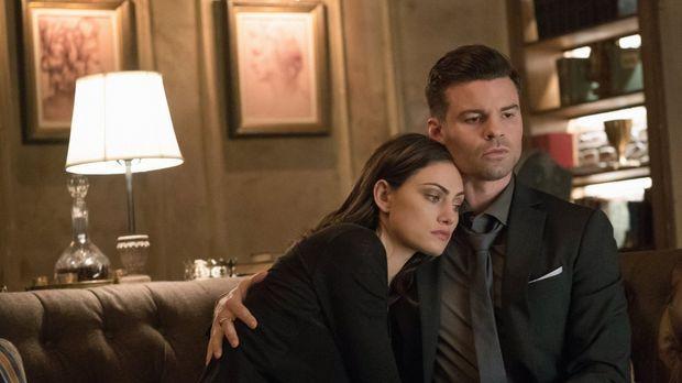 Klaus macht Hayley (Phoebe Tonkin, l.) bewusst, dass auch Elijahs (Daniel Gil...