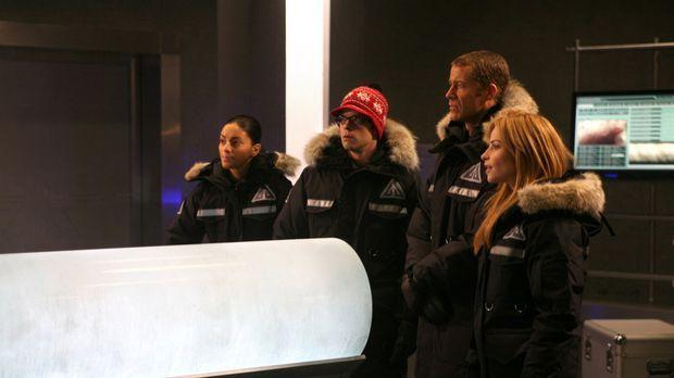 Eiszeit in Eureka: Jo (Erica Cerra, l.), Fargo (Neil Grayston, 2.v.l.), Jack...