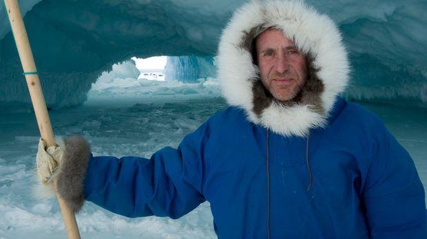 Nur mit der richtigen Kleidung kann Bruce Parry es bei den Inuit in Grönland...