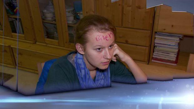 Vorschau: Mädchen mit Schimpfwörtern beschmiert