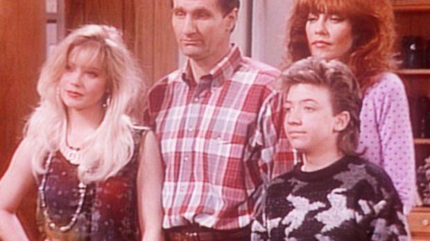 (v.l.n.r.) Kelly (Christina Applegate), Al (Ed O'Neill), Bud (David Faustino)...