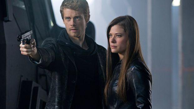 Während Cara (Peyton List, r.) einfach nicht glauben kann, dass Stephen seine...