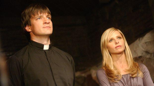 Als Buffy (Sarah Michelle Gellar, r.) Hinweise erhält, die darauf deuten, das...