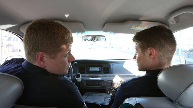 Officer John Cooper (Michael Cudlitz, l.) und Officer Ben Sherman (Benjamin M...