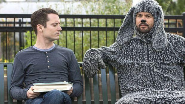 Von Ryans (Elijah Wood, l.) neuem Plan hält Wilfred (Jason Gann, r.) nicht vi...