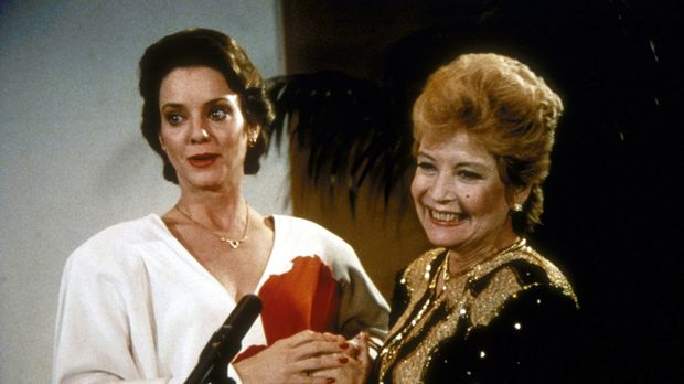 Phoebe Hall (Gloria De Haven, r.) und Tochter Gail (Judith Chapman, l.) haben...
