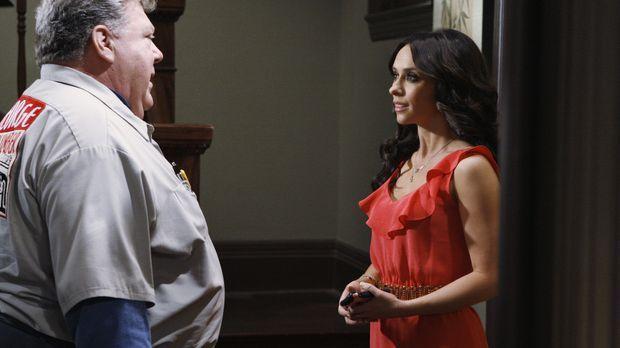Melinda (Jennifer Love Hewitt, r.) ist überrascht als der Klempner George (Ge...