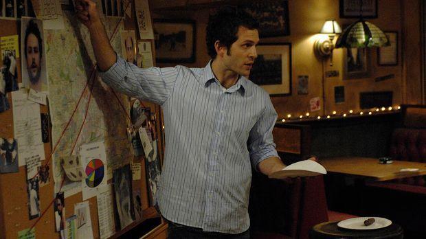 Dennis (Glenn Howerton) leitet die Ermittlungen. Wer hat in das Bett gemacht?...