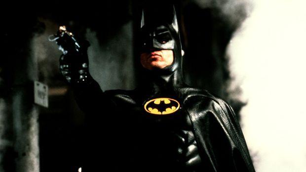 Als Batman, ein fledermausähnliches Phantom, bewacht Millionär Bruce Wayne (M...