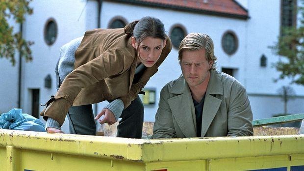 Um das Geheimnis eines ermordeten Hausmeisters offenzulegen, müssen Nina (Ele...