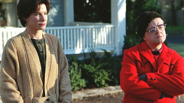 Truman Capote (Toby Jones, r.) reist gemeinsam mit seiner Freundin Nelle Harp...