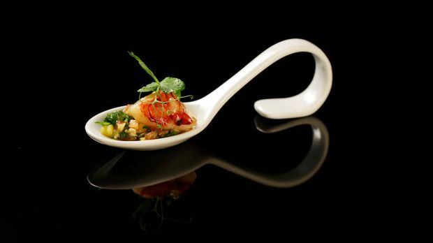 The-Taste-Stf01-Epi06-3-Carabinero-Felicitas-Then-03-SAT1