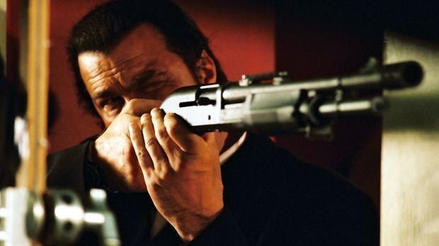 Eine tödliche Hatz beginnt: Billy (Steven Seagal) ... © Franchise Pictures