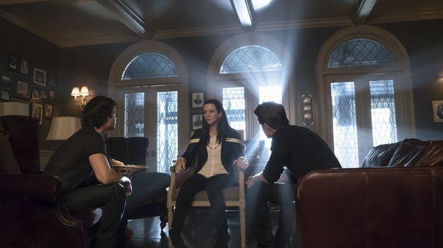 Ein Familientreffen zwischen Lily (Annie Wersching, M.), Damon (Ian Somerhald...