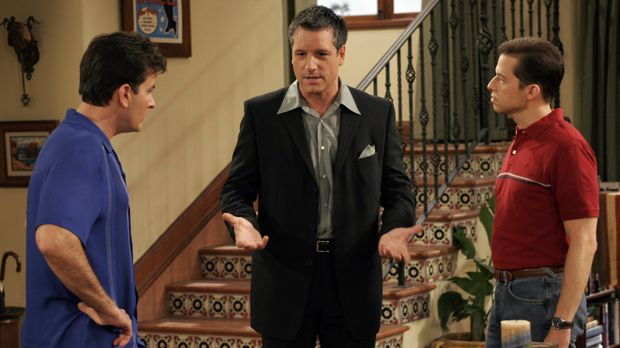 Charlie (Charlie Sheen, l.) wird von schwulen Werbefachmann Eric (David Starz...