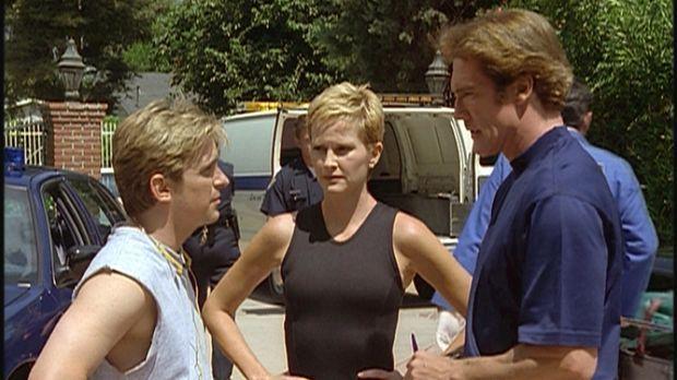 Steve (Barry Van Dyke, r.) befragt Jesse (Charlie Schlatter, l.) und die Jogg...