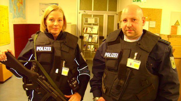 Mehr als 30.000 Polizisten sorgen für Ordnung und Sicherheit auf Autobahnen,...