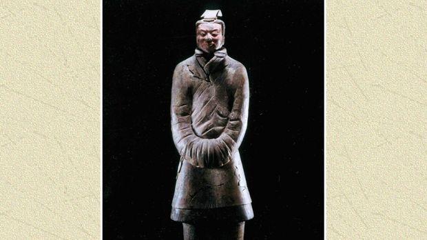 Er ist nur einer der zehntausend lebensgroßen Terrakotta-Krieger, die die Gra...