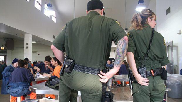 Das Valley State Prison in Chowchilla in Kalifornien scheint auf den ersten B...