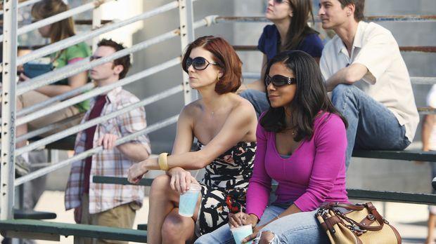 Addison (Kate Walsh, l.) und Naomi (Audra McDonald, r.) gehen zu einem Basket...