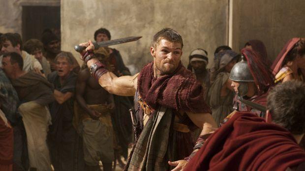 Als Spartacus (Liam McIntyre) klar wird, was Glaber Aurelia, der Frau des get...