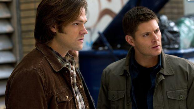 Verzweifelt versucht Dean (Jensen Ackles, r.), seinen Bruder zu retten, aber...