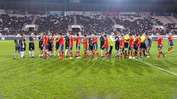 Hier treffen zwei Mannschaften bestehend aus Fußballlegenden aufeinander: Deu...