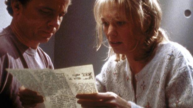 Eddie (Michael O'Keefe, l.) und Courtney (Finn Carter, r.), die sich von Auße...