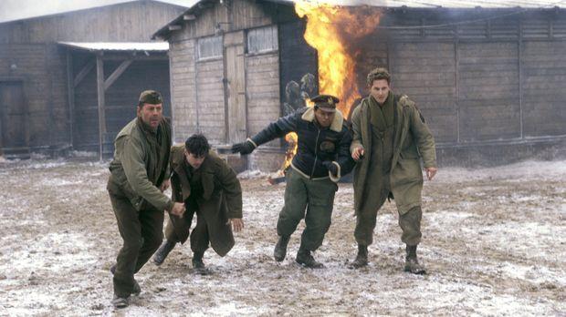 Im Jahre 1944 inszeniert Colonel William McNamara (Bruce Willis, l.) ein Trib...