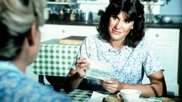 Mary Ellen (Judy Norton-Taylor) erhält von der Bezirkskrankenschwester einen...