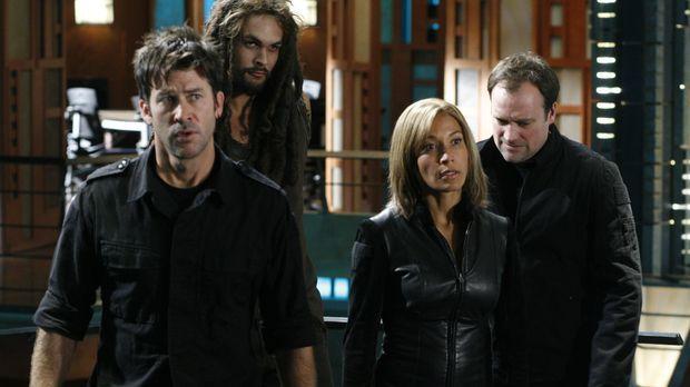 Als Todds Basisschiff gestohlen wird, sind John (Joe Flanigan, l.), Ronon (Ja...