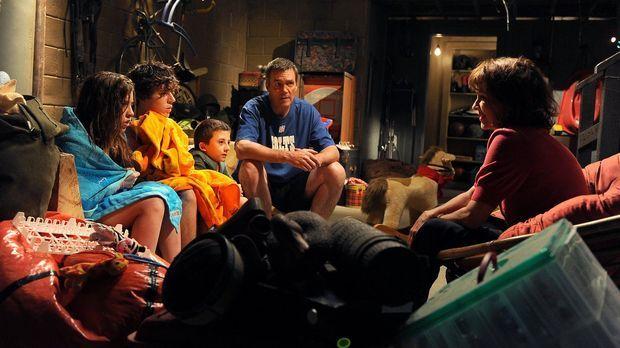 Ihnen stehen turbulente Zeiten bevor: Mike (Neil Flynn, 2.v.r.), Sue (Eden Sh...