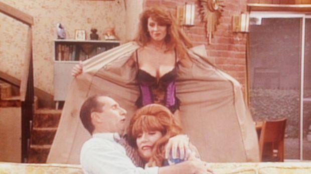 Al (Ed O'Neill, l.) versucht seiner Frau Peggy (Katey Sagal, r.), die sexy La...