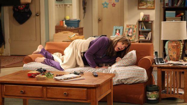 Bonnie (Allison Janney) ist schockiert, als sie feststellt, dass die Couch, a...