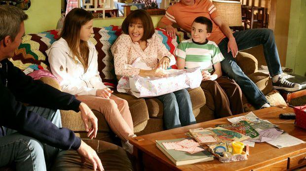 Muttertag: Wird es Frankies (Patricia Heaton, M.) Familie (v.l.n.r.: Neil Fly...
