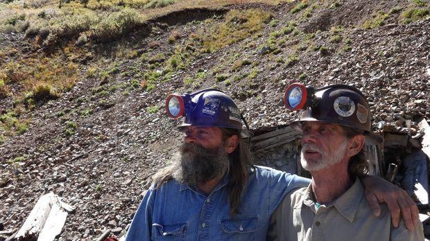 Brian (l.) und Yolanda dürfen in Bobs (r.) Mine graben und stoßen tatsächlich...