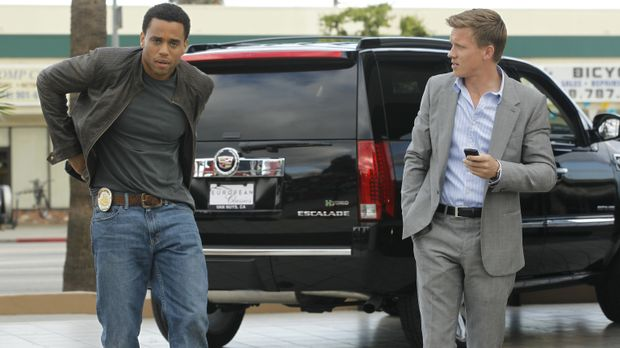 Neben ihren Streitereien ermitteln die Polizeibeamten Travis Marks (Michael E...