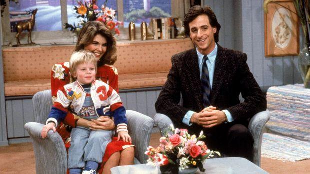 Danny (Bob Saget, r.) und Rebecca (Lori Loughlin, hinten l.) sind gerührt, al...