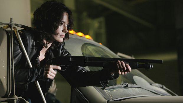 Auf der Suche nach der Hand des Roboters: Sarah Connor (Lena Headey) ... © Wa...