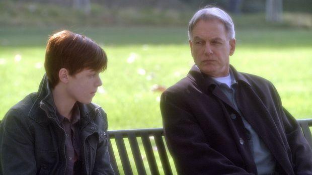 Nick Peyton (Cameron Monaghan, l.) soll seine Eltern er mordet haben. Gibbs (...