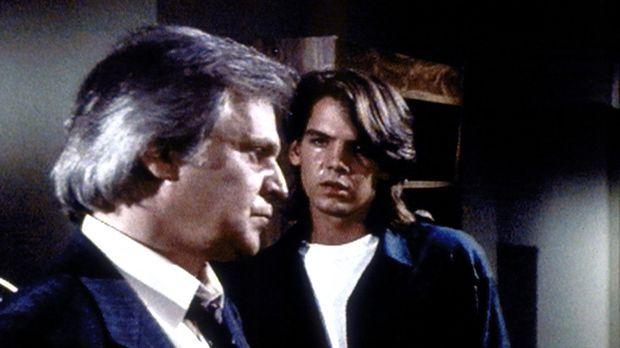 Richie (Craig Hurley, r.) buhlt vergeblich um die Liebe seines Vaters Richard...