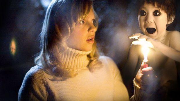 Nach ihrer Scheidung von George landet Cindy Campbell (Anna Faris) in einem e...
