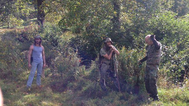 Was wollen Ginsengsammler Greg (M.) und Ron (r.) auf dem Land von Grundbesitz...
