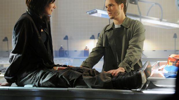 Zwischen Realität und Fiktion: Sarah (Lena Headey, l.) bekommt Besuch von Kyl...