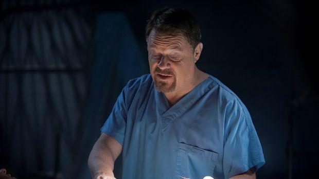 Der Transplantationschirurg Dr. Abel Gideon (Eddie Izzard) ist wieder auf fre...