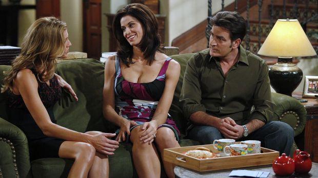 Chelseas (Jennifer Taylor, M.) Freundin Gail (Tricia Helfer, l.) hat eine sch...