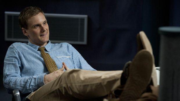 Gleich am ersten Tag während der Ausbildung zum Spion fällt Tim (Darren Boyd)...